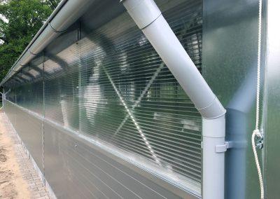 Feststall Rundbogen: Lichtband-Detail bei der Verwendung als Lagerhalle.